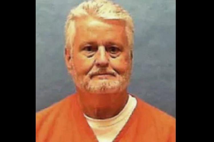 Robert Bobby Long (65), yang telah memperkosa dan membunuh setidaknya delapan perempuan di Tampa Bay pada tahun 1980-an,