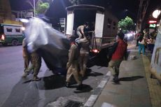Nekat Jualan Sampai Tengah Malam, Satpol PP Bongkar Tenda PKL dan Kios Togel
