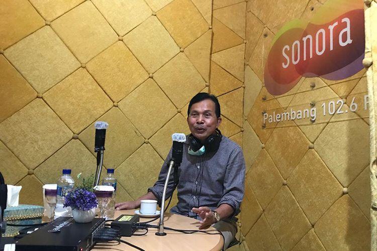 Walikota Prabumulih Ridho yahya saat menjadi narasumber di radio Sonora Palembang