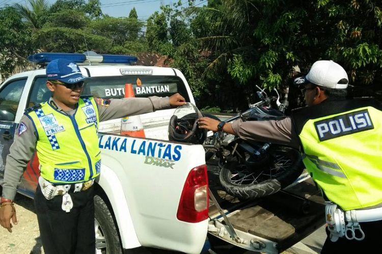 Kecelakaan maut terjadi di Jalan Raya Blora menuju Grobogan tepatnya di Desa Dalingan, Kecamatan Tawangharjo, Kabupaten Grobogan, Jawa Tengah, Jumat (9/6/2017) siang sekitar pukul 14.00 WIB.