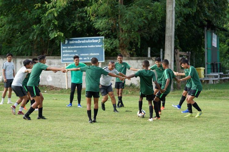 Tim nasional U-15 Indonesia sedang menjalani sesi latihan selama Piala AFF U-15 2019 di Thailand.