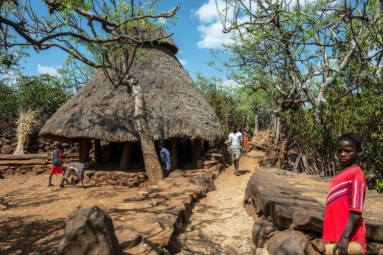 Para petani yang tinggal di Konso berhasil mengubah lahan gersang menjadi wilayah pertanian yang produktif.