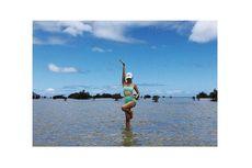 Berbalut Bikini, Jennie BLACKPINK Jadi Fashionista di Pantai Hawaii