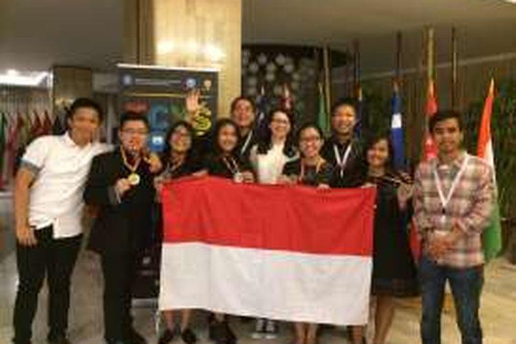 Kreativitas penelitian pelajar Indonesia mampu menarik perhatian dewan juri di ajang International Conference of Young Scientists (ICYS) 2016 di Romania pekan lalu. Seluruh karya penelitian siswa-siswi Indonesia berhasil meraih penghargaan.