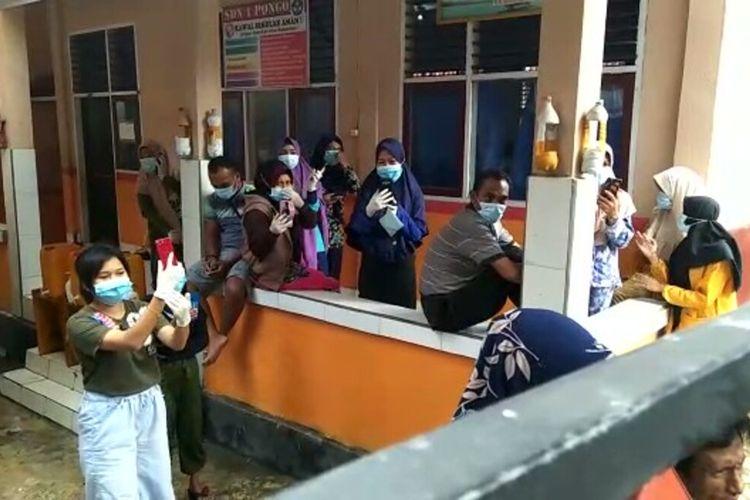 Seluruh penumpang kapal ferry dengan rute  Buton ? Wakatobi terpaksa menjalani karantina di SDN 1 pongo, Kabupaten wakatobi, Sulawesi Tenggara, Senin (6/7/2020)