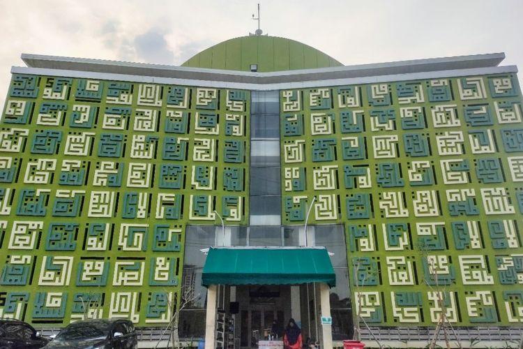 Masjid Asmaul Husna di Gading Serpong, Kelapa Dua, Tangerang.