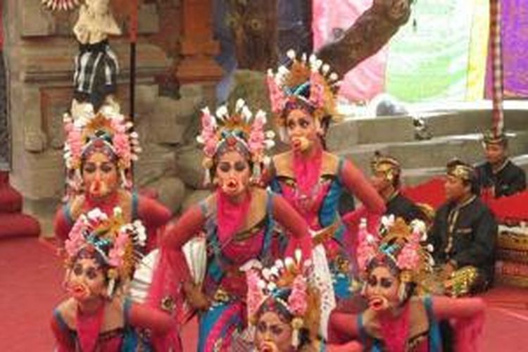 Kreasi kebyar barong dari Sanggar Wali Mekar, Banjar Guming, Desa Penarungan, Badung, Bali.