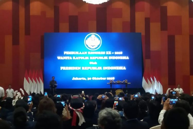 Presiden Jokowi saat menghadiri pembukaan Kongres ke-20 Wanita Katolik Republik Indonesia (WKRI) di Hotel Grand Mercure, Kemayoran, Jakarta Pusat, Selasa (30/10/2018).