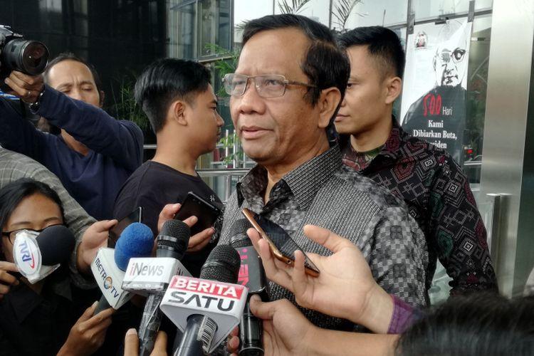 Mantan Ketua Mahkamah Konstitusi (MK) Mahfud MD mendatangi Gedung Komisi Pemberantasan Korupsi (KPK), Jakarta, Rabu (27/2/2019)