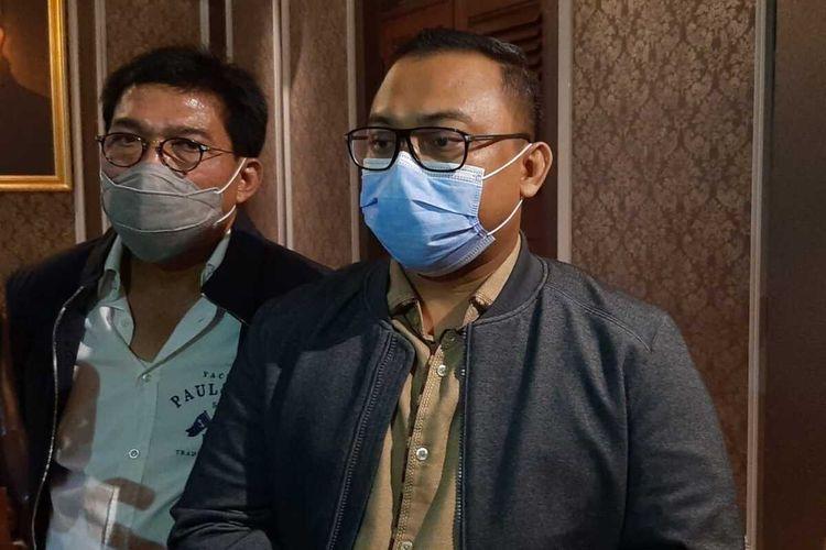 Kuasa hukum pasangan Machfud Arifin - Mujiaman, Fery Junaidi (kanan).