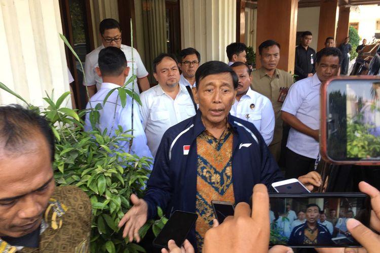 Wiranto saat menjabat Menko Polhukam, menyambangi kantor Kemenkopolhulam di Jalan Medan Merdeka Barat, Jakarta Pusat, Selasa (22/10/2019).