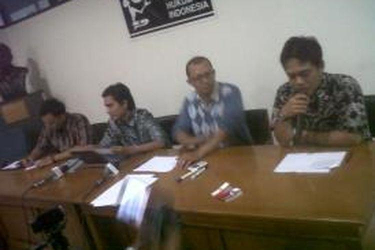 Koalisi Masyarakat Sipil mengadakan konferensi pers terkait pencalonan Patrialis Akbar sebagai hakim Konstitusi yang ditunjuk langsung oleh presiden. Koalisi mengatakan bahwa keputusan Presiden tersebut cacat hukum.