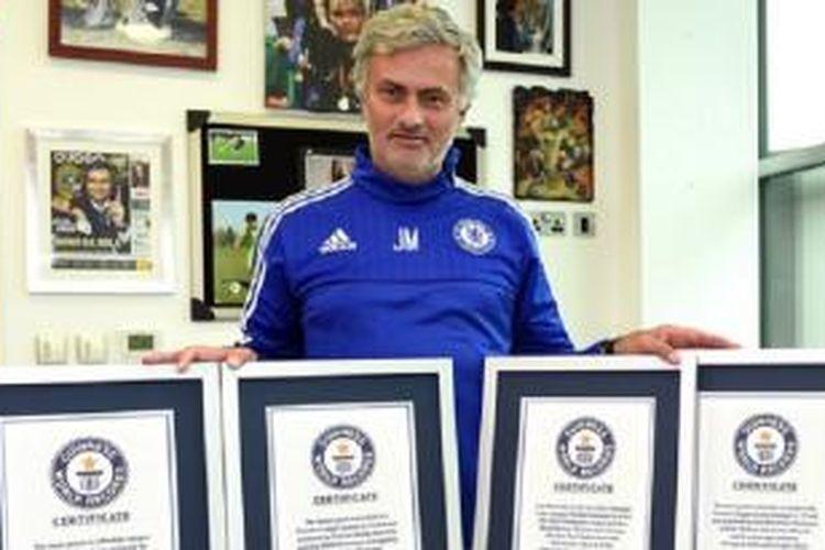 Manajer Chelsea, Jose Mourinho, masuk buku rekor dunia.