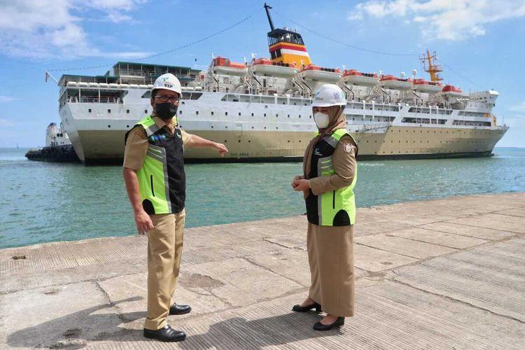 Wali Kota Makassar, Mohammad Ramdhan 'Danny' Pomanto bersama kepala Otoritas Pelabuhan, Bambang, pihak Pelni, dan Syahbandar meninjau dan menentukan titik kordinat dimana kapal pelni untuk isolasi apung akan berlabuh, Selasa (13/7/2021).