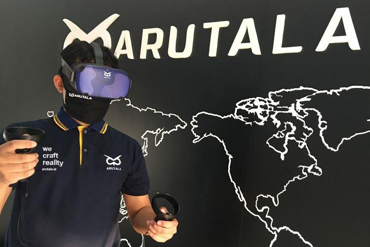 Perangkat VR Oculus yang sedang digunakan (Dok. Arutala)