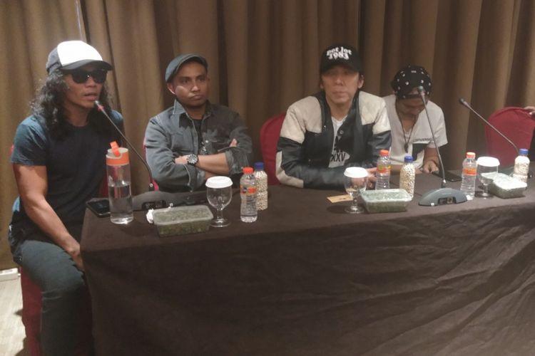 Band Slank berbicara dalam jumpa pers di Hotel Aston Kupang, Rabu (19/12/2018).