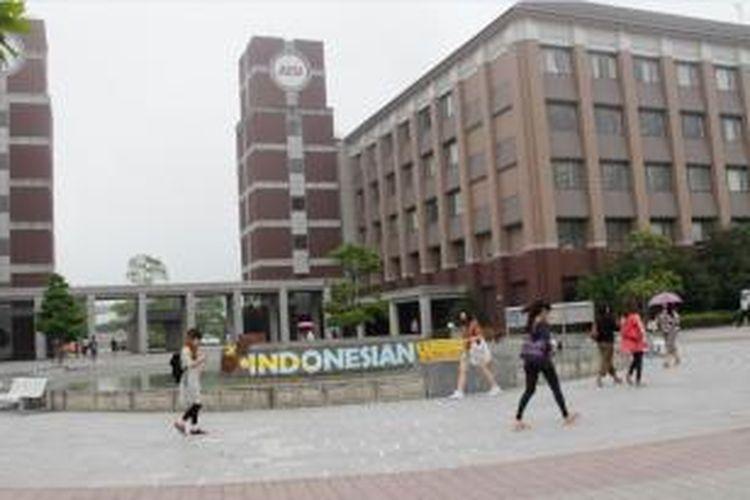 Bagi Anda, para pelajar internasional, APU menyediakan beasiswa pengurangan biaya studi, terutama untuk calon mahasiswa asing dari Negara-negara berkembang seperti Indonesia.