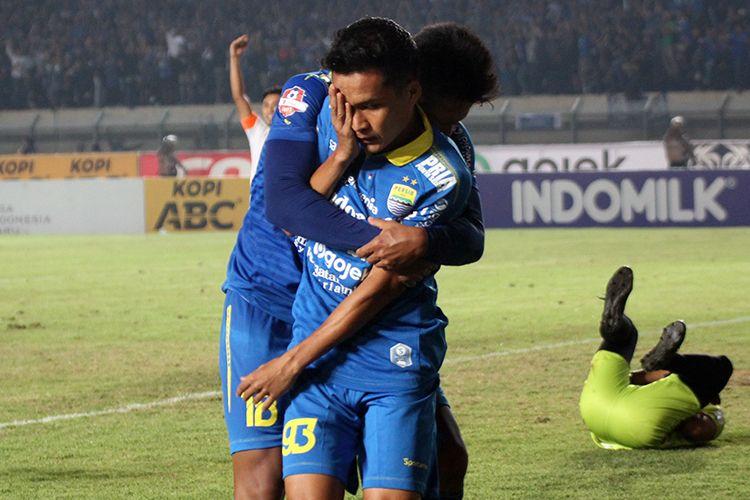 Erwin Ramdani merayakan golnya ke gawang PSS Sleman, di Stadion Si Jalak Harupat, Kabupaten Bandung, Jumat (30/8/2019).