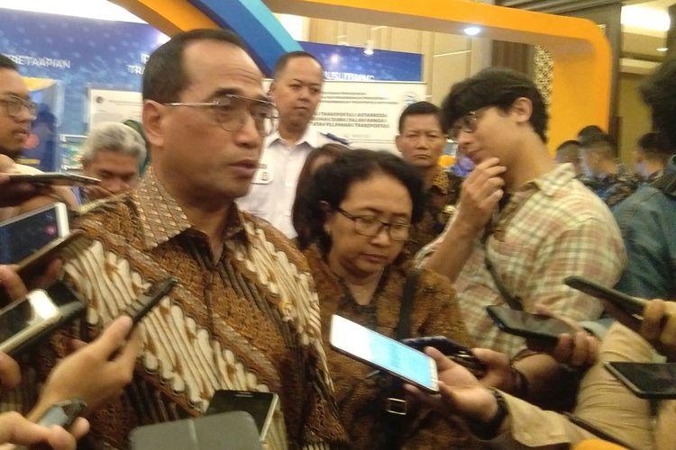 Menteri Perhubungan Budi Karya Sumadi memberikan keterangan pers di Hotel Sultan, Jakarta, Rabu (26/2/2020).