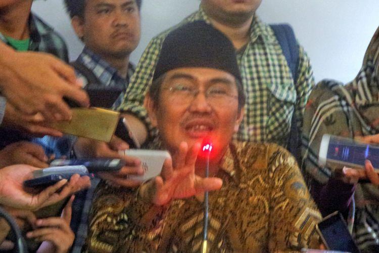 Ketua Ikatan Cendikiawan Muslim Indonesia (ICMI) Jimly Asshiddiqie saat memberikan keterangan pers di kantor ICMI, Jakarta Pusat, Rabu (9/8/2017).