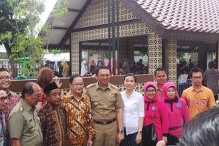 Gubernur DKI Jakarta Basuki Tjahaja Purnama saat meresmikan Ruang Publik Terpadu Ramah Anak (RPTRA) Bintaro, Pesanggrahan, Jakarta Selatan, Rabu (30/12/2015).