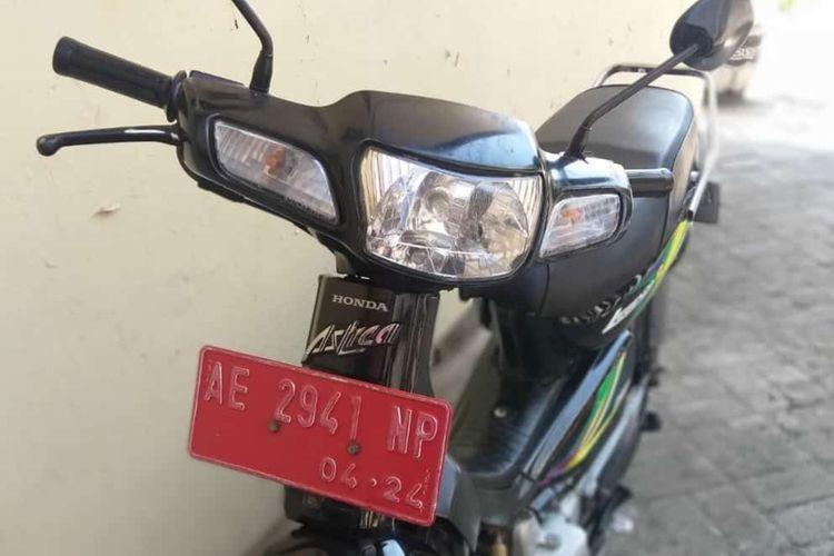 Motor yang digunakan Sekdes Desa Banjarejo Kabupaten Magetan diamankan anggota Polsek Padas Ngawi karena kedapatan mencuri uang kotak amal di mushola Al Ihksan.