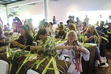 Peserta WFC Summit dari Mancanegara Antusias Belajar Merangkai Janur