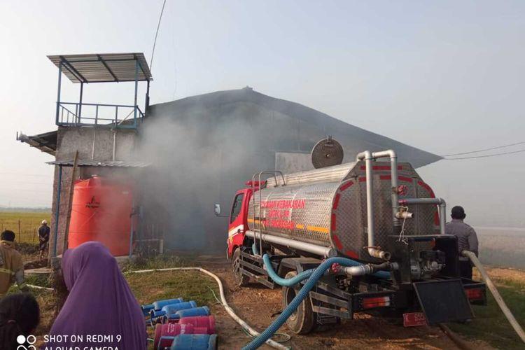 Kandang ternak ayam pedaging seluas 12 meter x 100 meter di Desa Kunjeng, Kecamatan Gubug, Kabupaten Grobogan, Jawa Tengah ludes terbakar, Sabtu (24/10/2020).