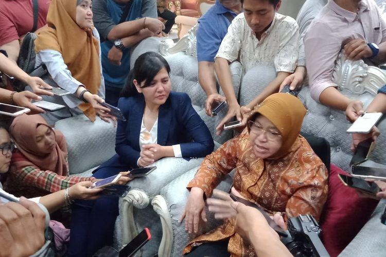 Wali Kota Surabaya Tri Rismaharini saat audiensi bersama Sekjen PSSI Ratu Tisha Destria di rumah dinas wali kota, Jalan Sedap Malam, Surabaya, Kamis (10/10/2019).