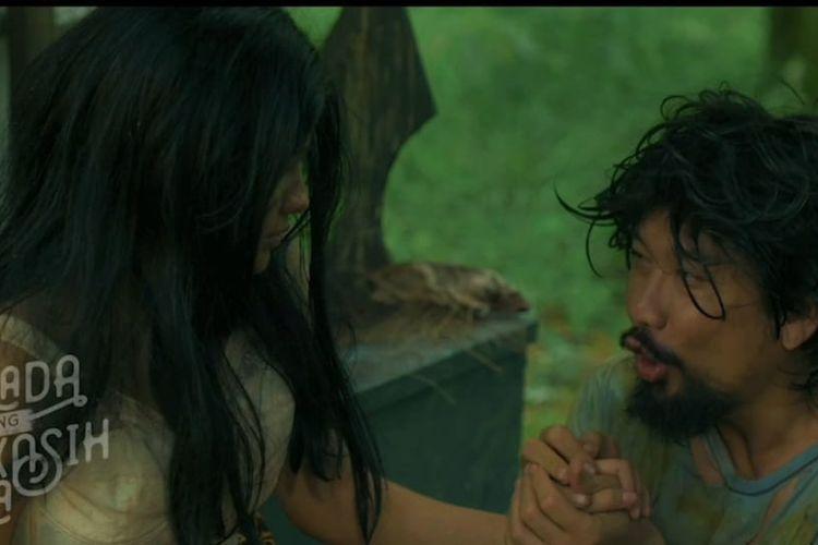 Artis peran Denny Sumargo saat berperan dalam film Balada Sepasang Kekasih Gila