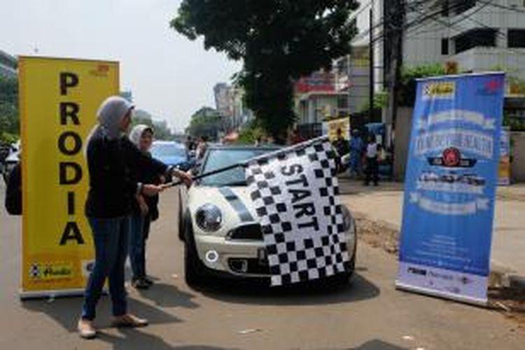 """Prodia mengajak beberapa komunitas otomotif yang beranggotakan kaum muda, yaitu Indonesia Mini Club, NuVolks Community dan Komunitas Audi Jakarta dalam kegiatan bertema """"Tune Up Your Health""""."""