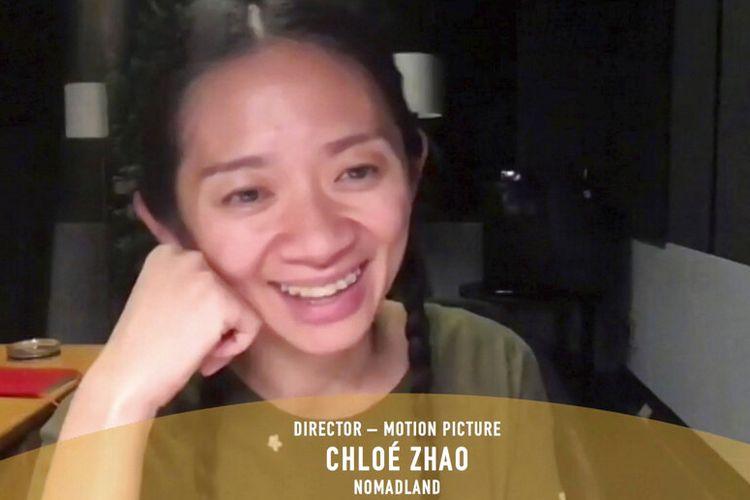 Dalam cuplikan video yang dikeluarkan Minggu (28/2/2021), Chloe Zhao menerima penghargaan sebagai sutradara terbaik untuk film Nomadland di Golden Globe Awards.