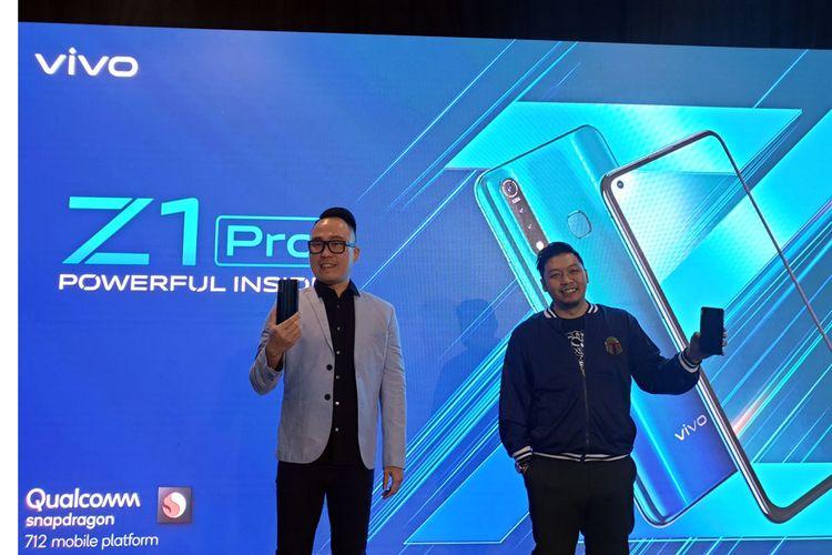 Edy Kusuma, Senior Brand Director Vivo Indonesia, Edy Kusuma memamerkan smartphone terbaru Vivo Z1 Pro di Jakarta, Senin (5/8/2019).