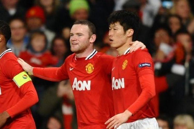 Dua mantan penggawa Manchester United, Wayne Rooney dan Park Ji-Sung.