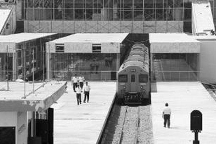 Suasana Bandara Kualanamu di Deli Serdang, Sumatera Utara, saat uji coba kereta api, Jumat (19/7/2013).
