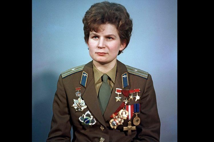 Valentina Tereshkova, perempuan pertama yang berada di angkasa luar.