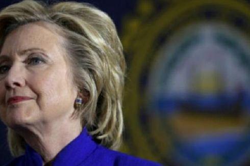 Hillary Clinton Akan Serahkan Server