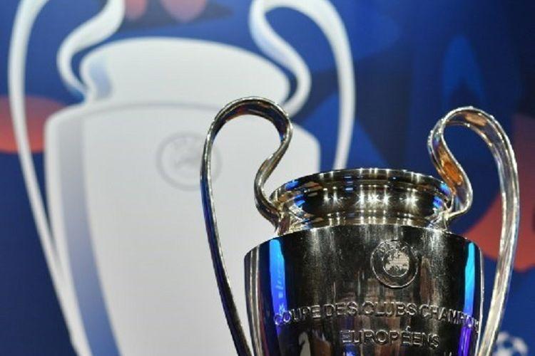 Trofi Liga Champions alias si kuping besar dipamerkan jelang drawing babak 16 besar di markas UEFA, Nyon, Swiss, 17 Desember 2018.