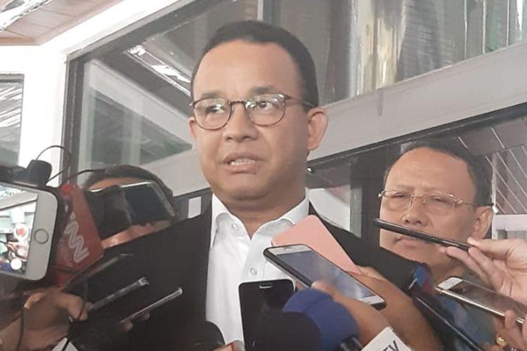 Gubernur DKI Jakarta Anies Baswedan di RSPAD Gatot Soebroto seusai menjenguk Presiden ke-3 Indonesia BJ Habibie, Selasa (10/9/2019)