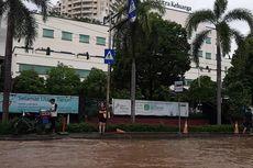 Tinggi Genangan Air Capai 40 Sentimeter di Depan RS Mitra Keluarga Kelapa Gading