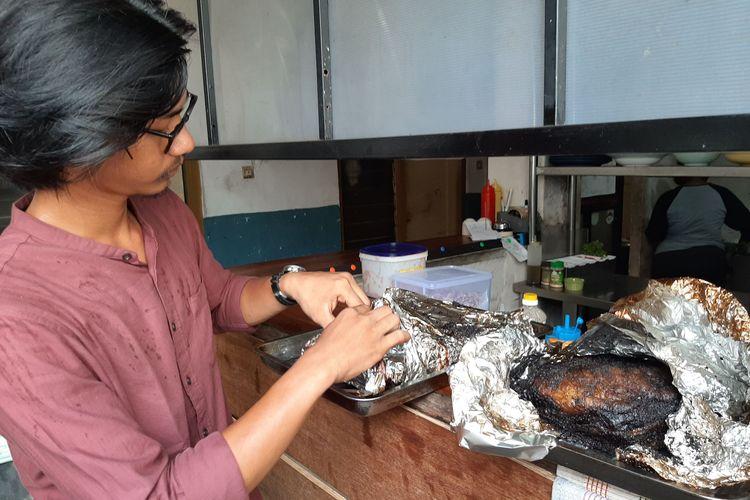 Olahan daging asap yang sudah dimasak menggunakan tong smoker.