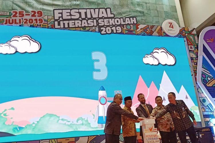 Menteri Pendidikan dan Kebudayaan (Mendikbud) Muhadjir Effendy saat pembukaan Festival Literasi Siswa yang diadakan di Plaza Insani, Gedung Kemendikbud Jakarta (26/7/2019).
