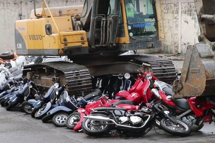 Lebih dari 100 sepeda motor dihancurkan pada awal Juni lalu atas perintah Presiden Filipina Rodrigo Duterte.