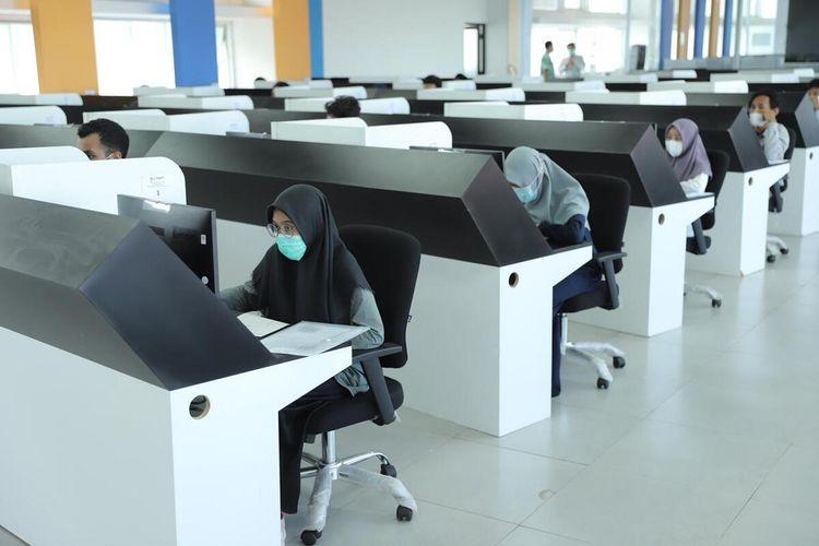 Pelaksanaan Ujian Tulis Berbasis Komputer (UTBK) di Universitas Gadjah Mada (UGM). UTBK di UGM ini dilaksanakan dalam dua gelombang. (Foto Dokumentasi Humas UGM)