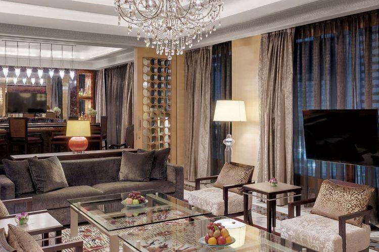 Ruang tamu di Presidential Suite Hotel Indonesia Kempinski.