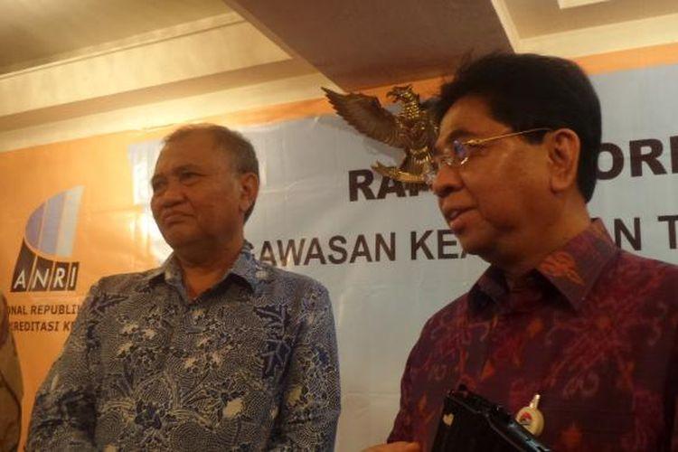 Ketua KPK Agus Rahardjo dan Kepala ANRI Mustari Irawan setelah menandatangani nota kesepahaman di Hotel Ambhara Jakarta, Kamis (9/2/2017).