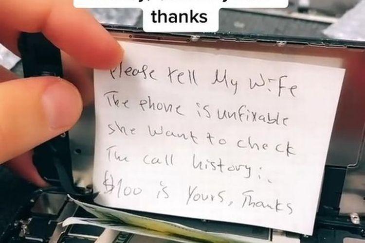 Seorang tukang reparasi kaget melihat pesan dari pelanggannya yang memasukkan sebuah catatan di dalam iPhone.