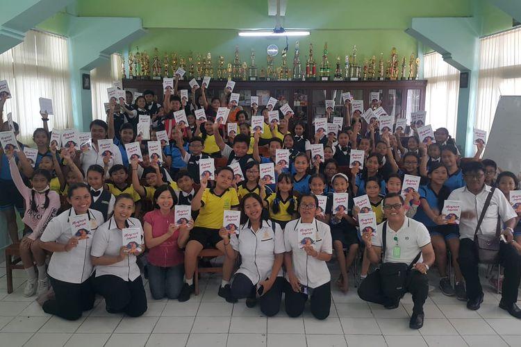 Festival Literasi Kebumen adalah sebuah program pengembangan literasi sekolah dan madrasah yang memfasilitasi seluruh siswa dan guru jenjang SD/MI, SMP/MTS, SMA/MA/SMK sederajat untuk dapat menerbitkan buku berISBN.