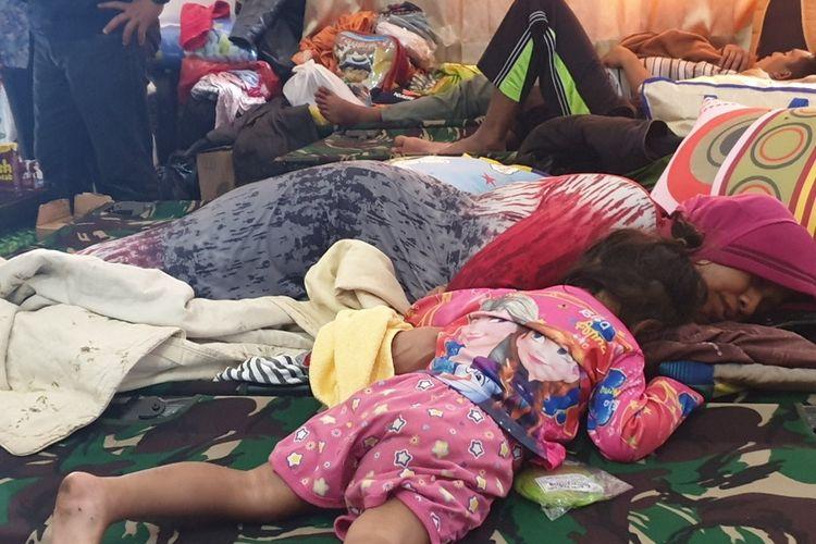 Warga Wamena, Kabupaten Jayawijaya, Papua, yang kini tengah nengungsi di mes lanud  Silar Papare, Kabupaten Jayapura, Minggu (29/9/2019)