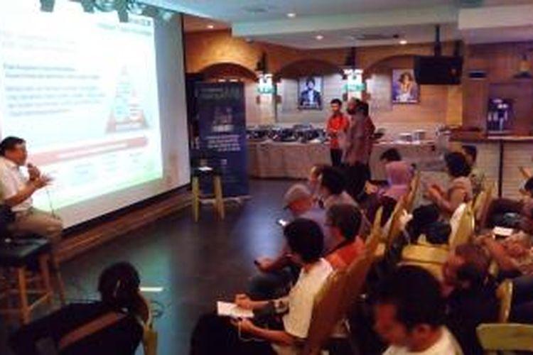 Kompasiana Nangkring di Kafe Pisa, Jakarta Selatan, Selasa (31/3/2015) membahas Industri Hulu Migas bersama SKK Migas.
